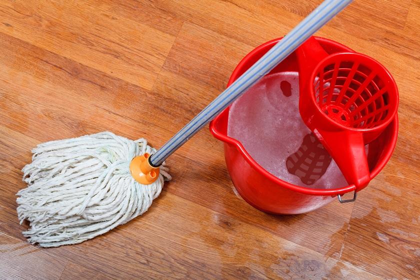 Уборка ламината влажной тряпкой