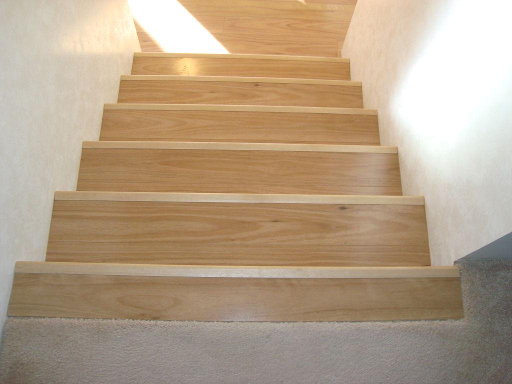 Лестница из ламината