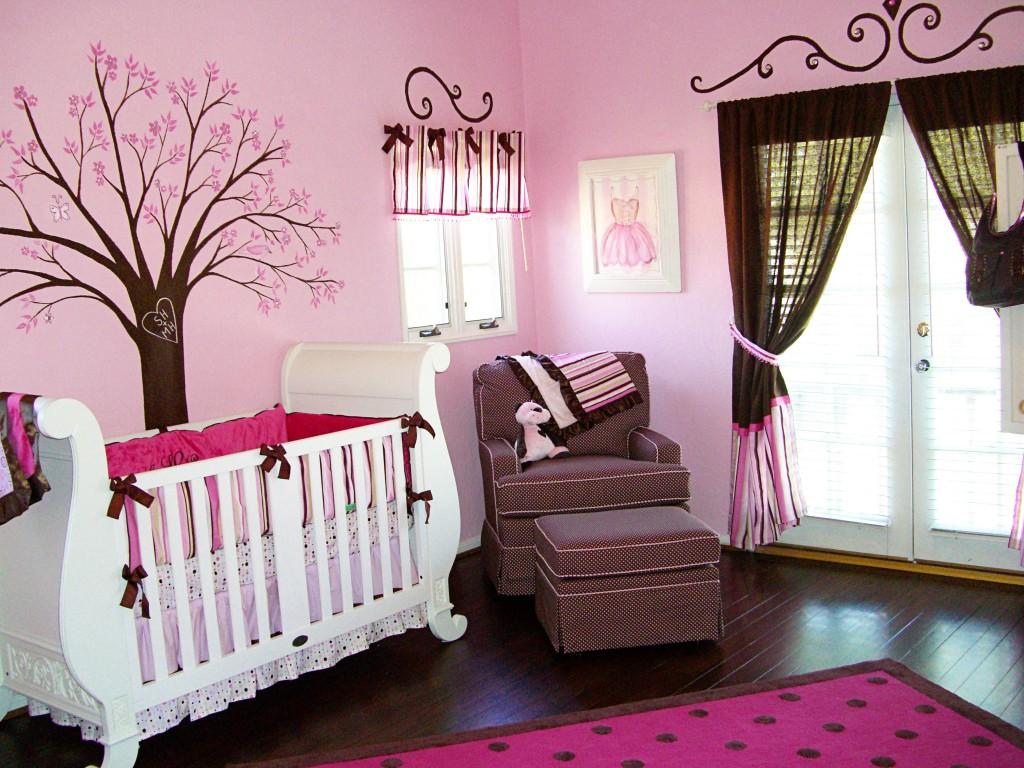 Ламинат для розовых обоев