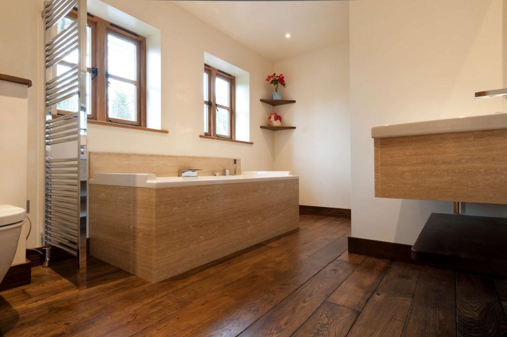 Достоинства ламината в ванной